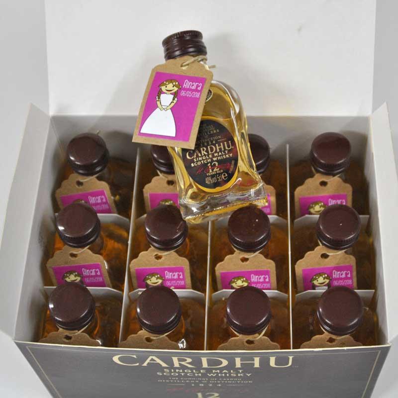 Botellines de whisky Cardhu para recuerdo de comunión
