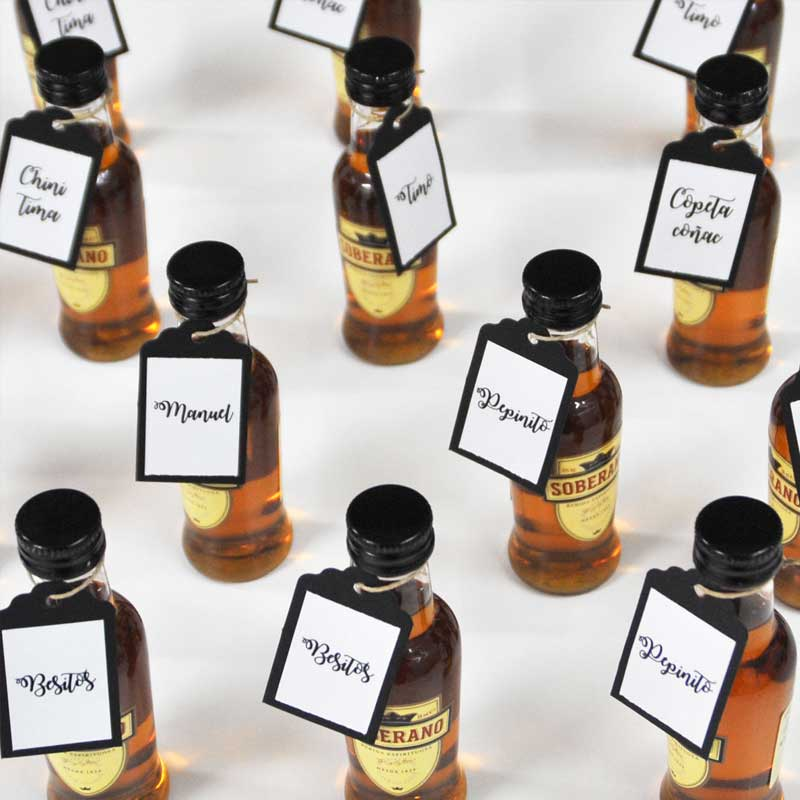 Personaliza botellines de brandy Soberano con tu mensaje