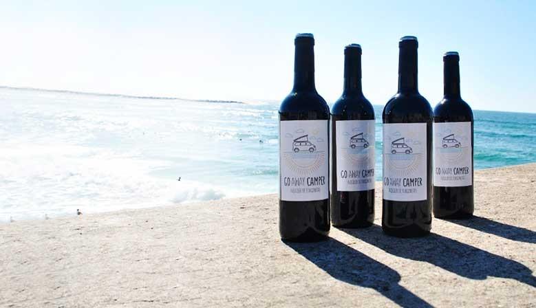 Botellas de vino con el logo de tu negocio